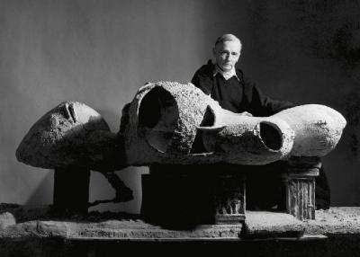 Frederick Kiesler with his Endless House model, ca. 1959.