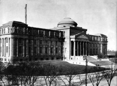 The Brooklyn Museum in 1906, with its original grand staircase.